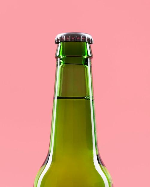 ビールのボトルをクローズアップ Premium写真