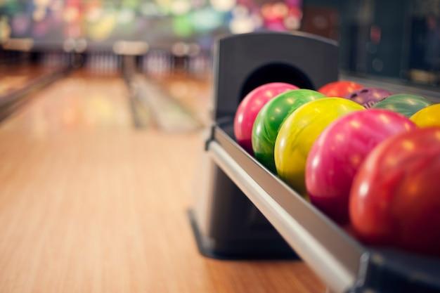 Primo piano di palle da bowling Foto Gratuite