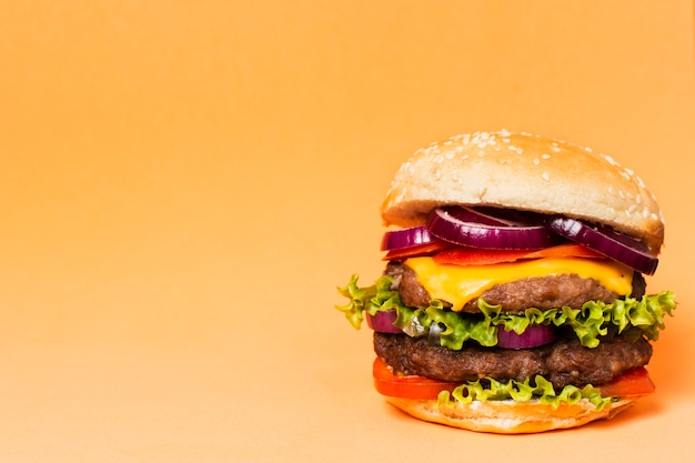 Close-up of burger with copy space Free Photo