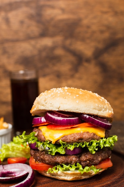 Close-up of burger on wooden tray Free Photo
