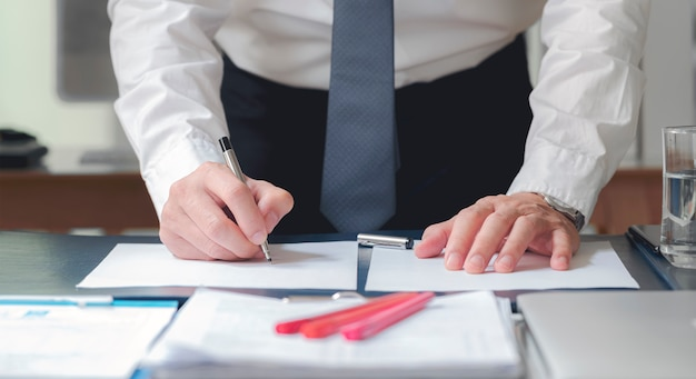 Close up business man signing contract making a deal, classic business. Premium Photo