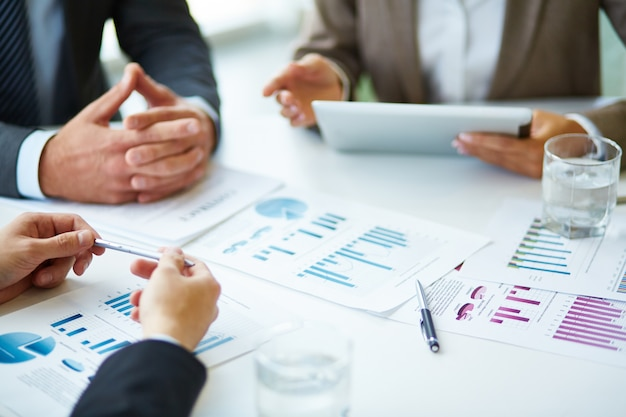 Close-up of businesspeople working with documents Free Photo