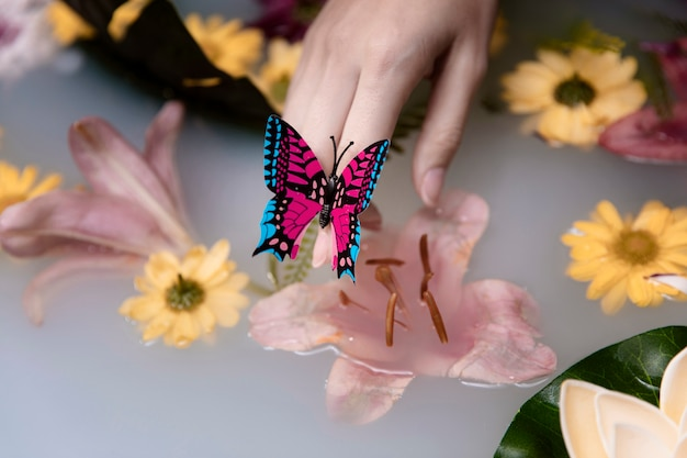 Макро бабочка и лечебные цветы Бесплатные Фотографии