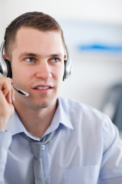 Close up call center agent looking for a solition Premium Photo