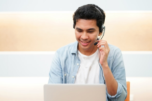 Close up call center asian man talking on headset with customer for good experience servic Premium Photo