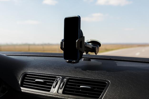 자동차 스마트 폰 홀더를 닫습니다 프리미엄 사진