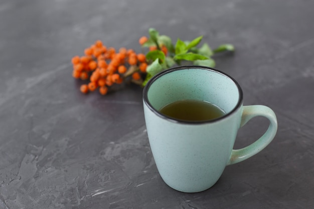 Close-up ceramic cup with aromatic tea Free Photo
