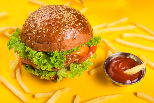 Close-up classic burger with french fries and dip Free Photo