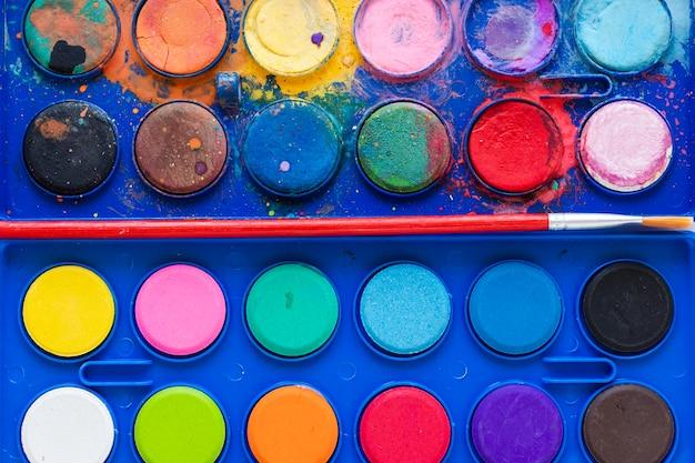 Close-up color palette in blue box Premium Photo
