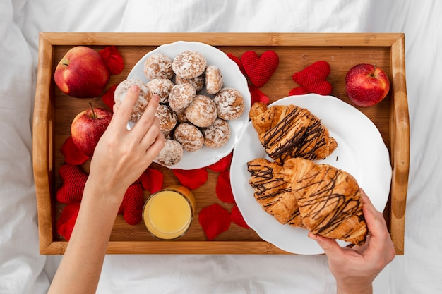 Close-up couple with breakfast in bed Free Photo