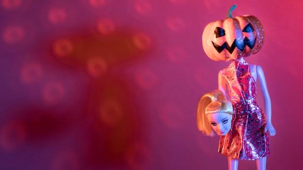 不気味なハロウィーンのおもちゃとディスコボールのクローズアップ 無料写真