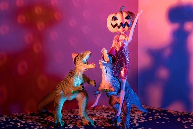 Giocattoli di halloween raccapriccianti e spettrali del primo piano Foto Gratuite