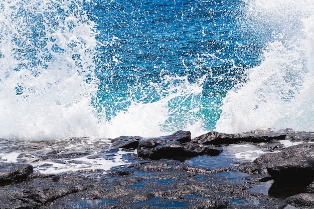 Close-up crystalline water with waves Free Photo