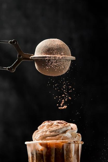 シナモンとクローズアップのカップケーキ 無料写真
