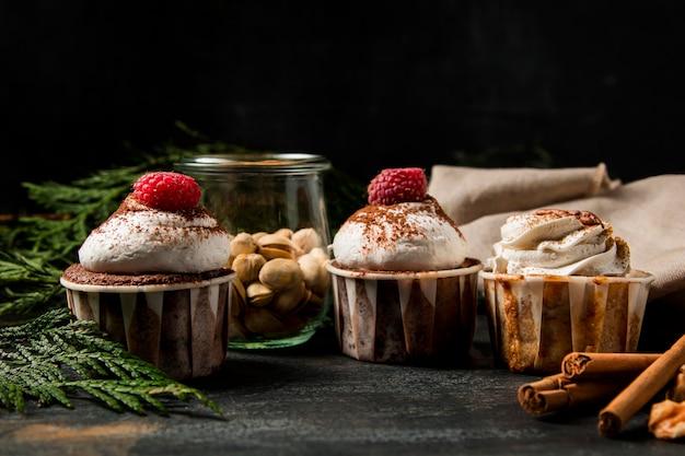シナモンとクローズアップのカップケーキ Premium写真