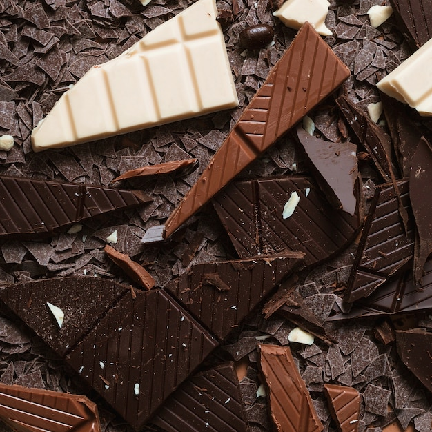 Close-up of dark; brown and white chocolate pieces Free Photo