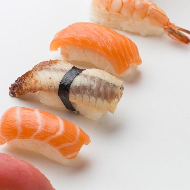 Крупным планом вкусные суши готовы быть поданы Бесплатные Фотографии
