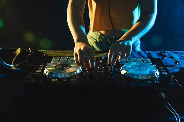 Close-up dj equipment on table Free Photo