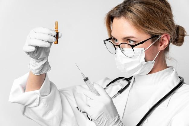 Close-up doctor preparing medical treatment Free Photo