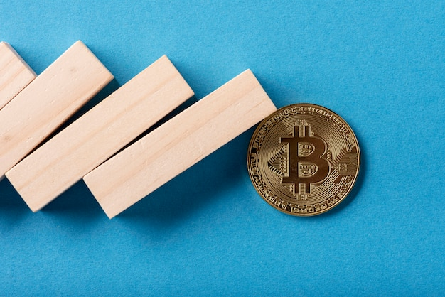 Close-up of domino pieces and bitcoin Free Photo