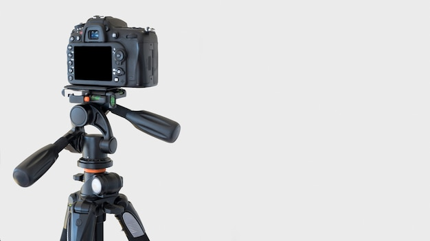 Close-up of a dslr camera on a tripod over white background Free Photo