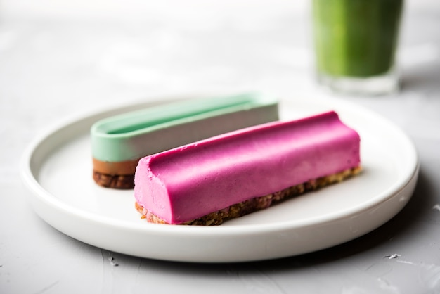 Close-up eclairs and blurred smoothie in background Free Photo