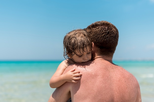 Close up father hugging his son Free Photo