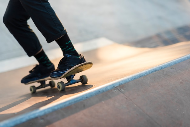 Close-up of feet practising with the skateboard Free Photo