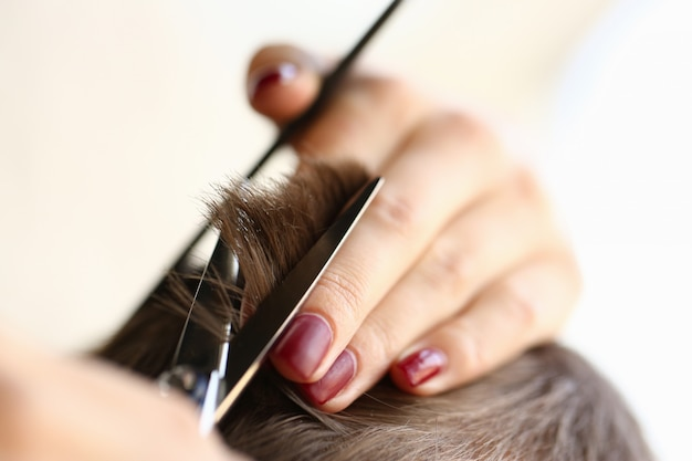 Close up of female hand that doing haircut Premium Photo