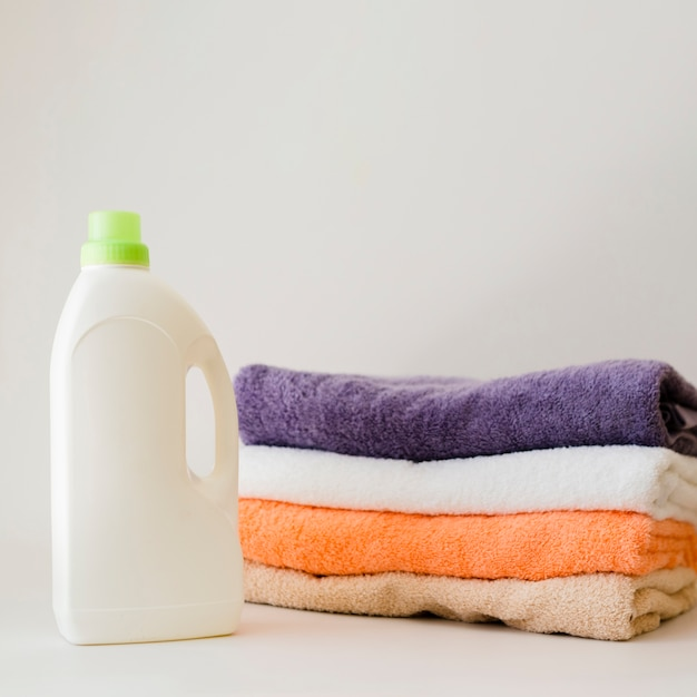 Close-up folded clean towels with softner Free Photo