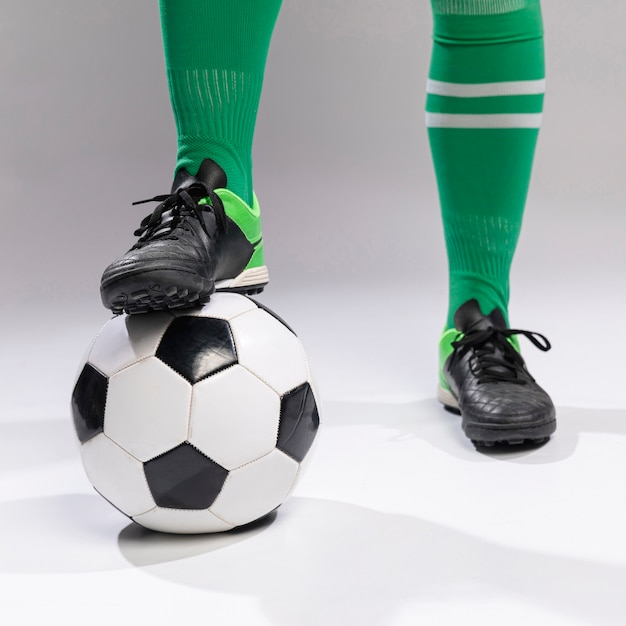 Close-up footballer with soccer ball Free Photo