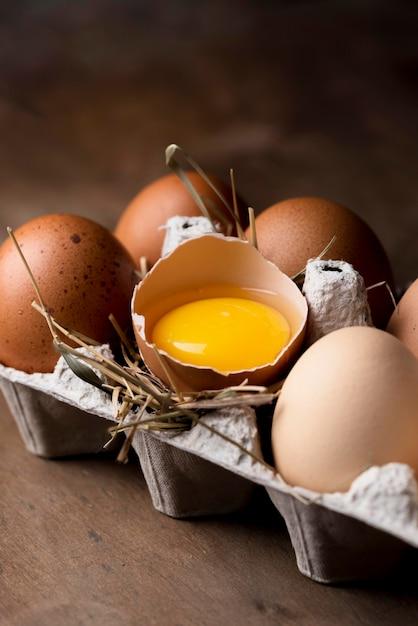 Макро свежие куриные яйца Бесплатные Фотографии