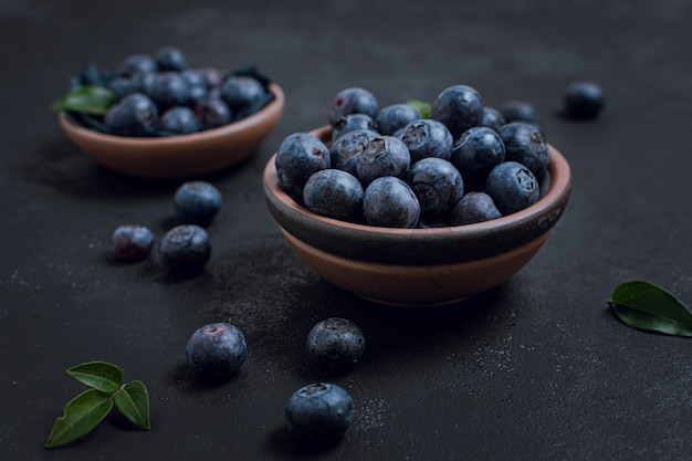 Close-up fresh healthy blueberries bowls Free Photo