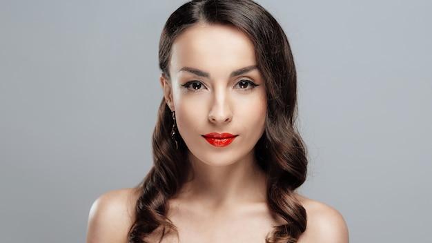 Close-up girl with beautiful make-up. Premium Photo