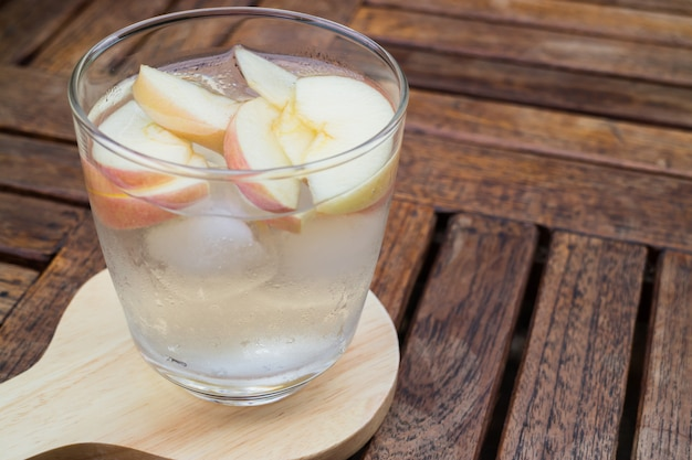 Close-up glass of apple infused water Premium Photo