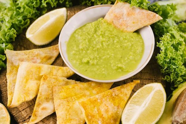 Close up guacamole dip and nachos Free Photo
