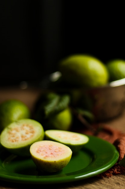 Close up guava fruits on plate Free Photo
