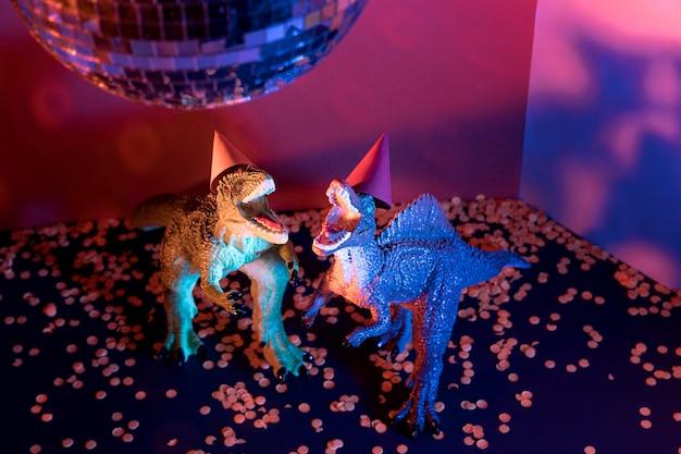 Giocattoli del dinosauro di halloween del primo piano Foto Gratuite
