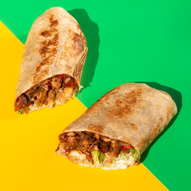 Close-up halves of delicious tacos Free Photo