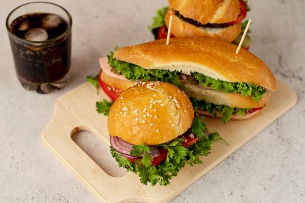 Hamburger e panino del primo piano Foto Gratuite