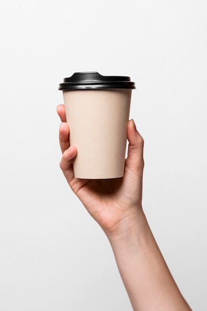 Close-up hand holding coffee cup Premium Photo
