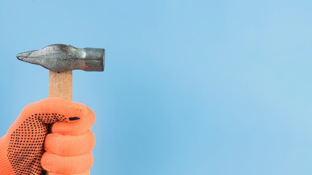 Close-up hand holding hammer Free Photo