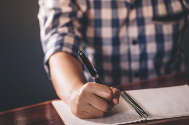 Close up of hand holding pen Premium Photo
