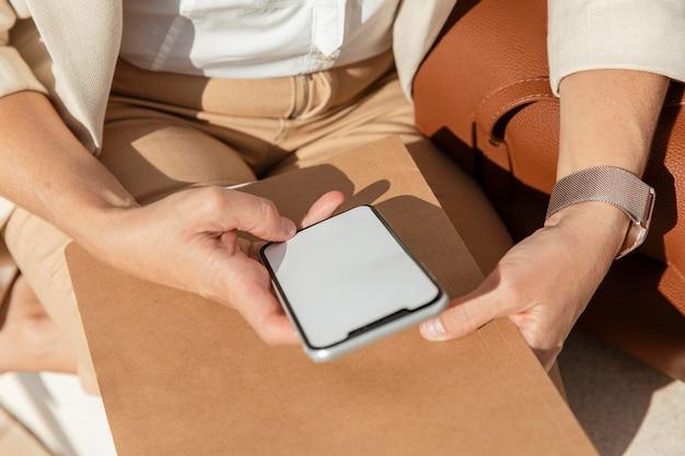 Крупным планом рука телефон Бесплатные Фотографии