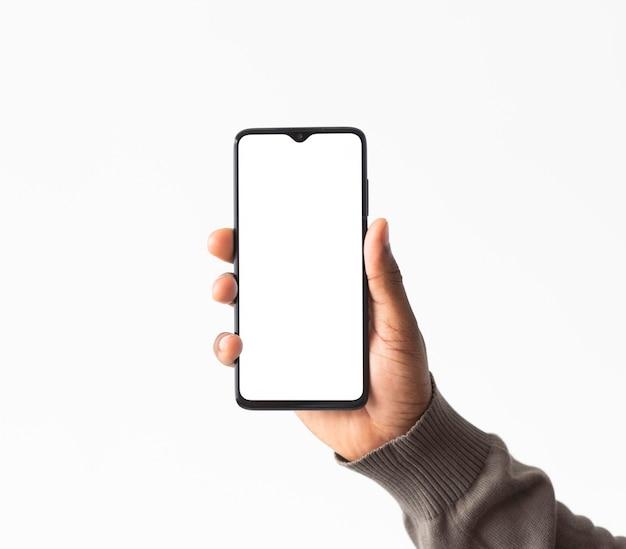 Chiudere la mano che tiene il telefono Foto Gratuite