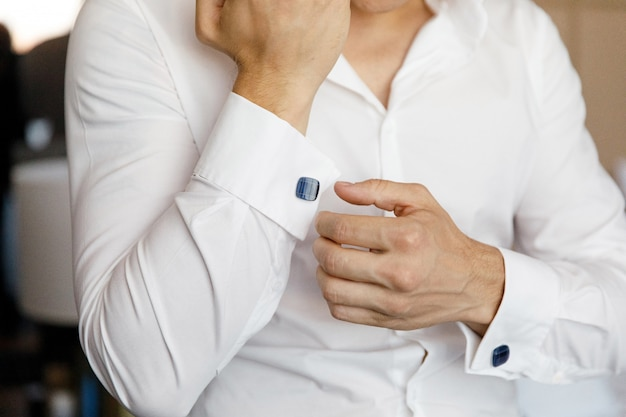 Close up of a hand man wears white shirt and cufflink Premium Photo