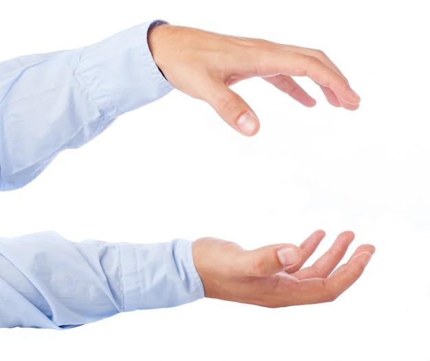 Primo piano delle mani che tengono qualcosa Foto Gratuite