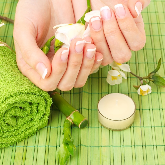 Close up hands with flowers Premium Photo