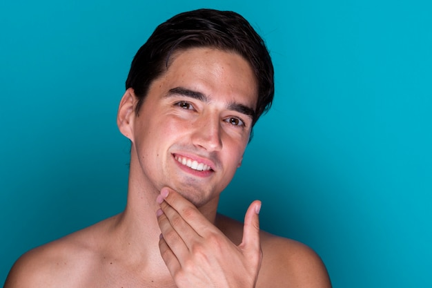Close-up handsome man grooming Free Photo