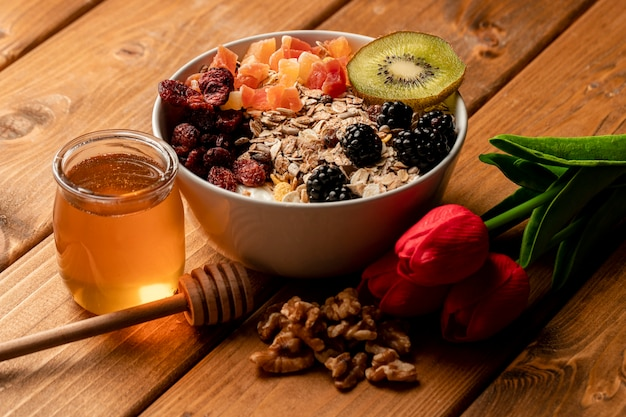 Close-up healthy breakfast on table Free Photo